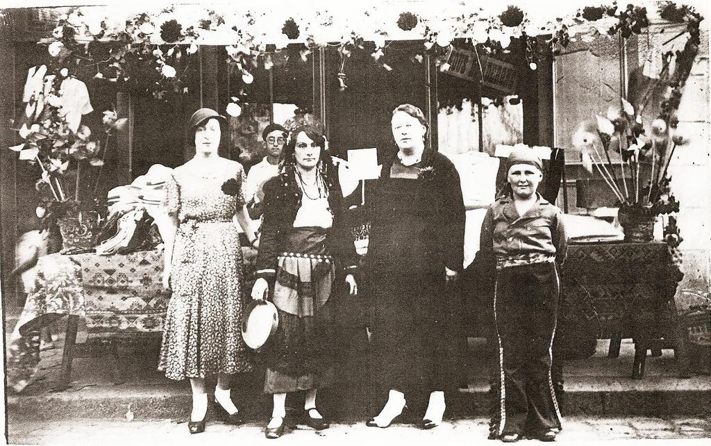28 aout 1932 - La Braderie du Sourire - rue Ange Fontan Paramé
